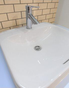 洗面台の水栓をツーハンドルからシングルレバーに取り換えよう!