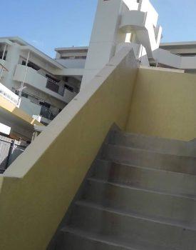 外階段の手すり設置を行って参りました。