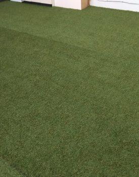 室内芝生敷布