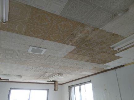 こちらの塗装には店舗天井なので、白で清潔感を出しました。